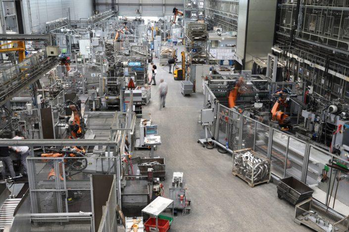 Blick in die Produktionshalle der König Metall Gruppe