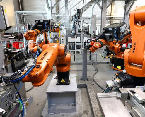 Roboter bei der Fertigung von Rohren