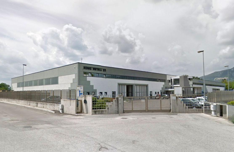Gelände und Gebäude des Rohrverarbeitungswerkes in Italien